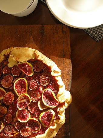 Rustic fig crostata